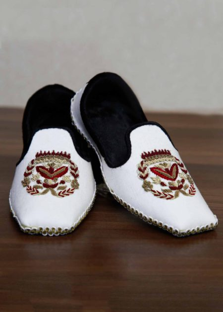 White Embroidered Khussa